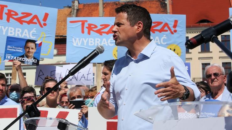 Sztab Dudy: Trzaskowski kłamie w sprawie adopcji przez pary jednopłciowe