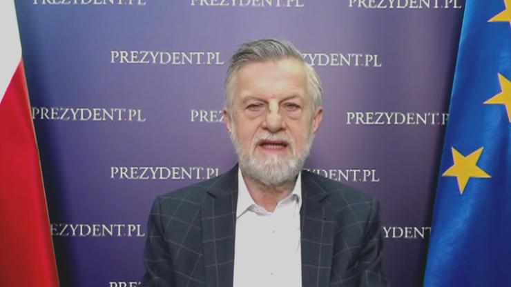 Prof. Zybertowicz: Zamiast ćwiczeń na siłowni - stretching albo joga